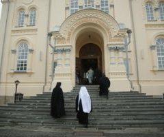 Митрополит Кирилл и епископ Алексий совершили Божественную литургию в Свято-Николаевском мужском монастыре