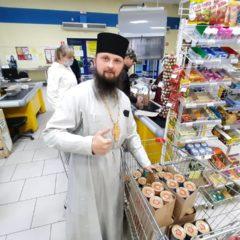 Волонтеры отдела социального служения закупили продовольствие для продуктового склада