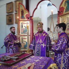 Епископ Алексий совершил вечернее богослужение в Спасо-Преображенском кафедральном соборе