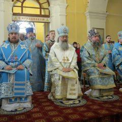 Архипастырская Божественная литургия состоялась в Свято-Троицком храме Нижнего Тагила