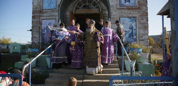 В праздник Воздвижения Креста Господня митрополит Кирилл совершил Божественную литургию в Крестовоздвиженском храме города Нижние Серги