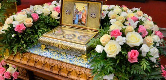 «Попросить Божию Матерь о всякой помощи»: священник Максим Миняйло о молитве у прибывшей святыни — частице Пояса Пресвятой Богородицы