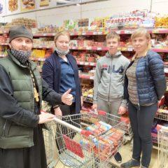 Волонтеры социального служения Серовской епархии закупили 150 продуктовых наборов для нуждающихся на сумму 80 000 тысяч рублей