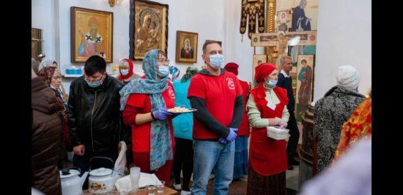 Волонтёры молодёжного отдела Серовской епархии приняли участие в организации богослужения на День епархии