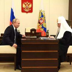 Президент России Владимир Путин поблагодарил Святейшего Патриарха Кирилла за помощь Церкви в пандемию и посещение священниками больных
