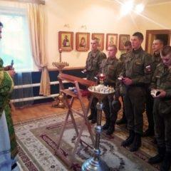 «Служба помогает разобраться в глубоком смысле любви»: очерк «АиФ — Урал» о жизни армейского священника