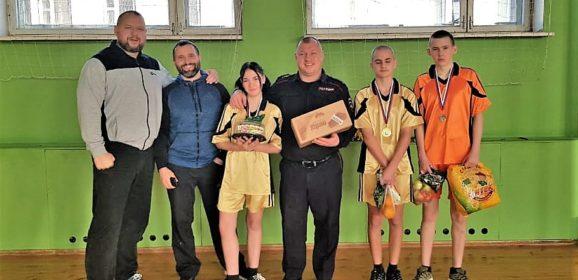 Представители Екатеринбургской епархии провели спортивный праздник в центре для трудных подростков