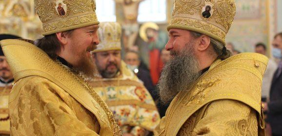Митрополит Евгений и епископ Алексий совершили Божественную литургию в храме Серафима Саровского